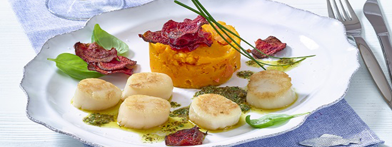 Scallops with red kuri squash purée