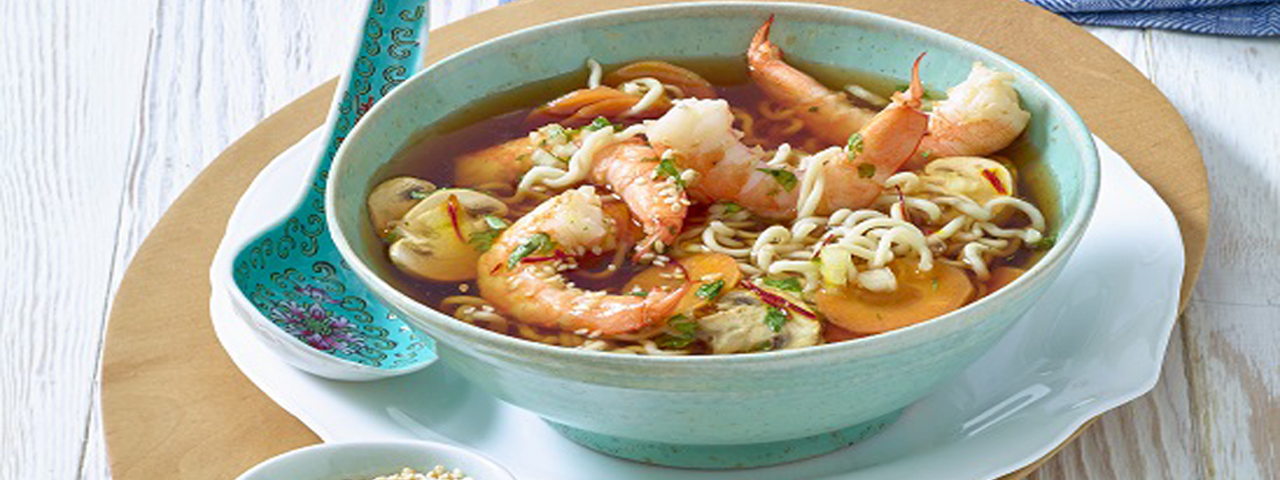 Soup of Chinese noodles with prawns